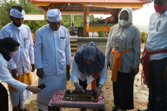 Plt Bupati Resmikan Pura di Desa Tasahea