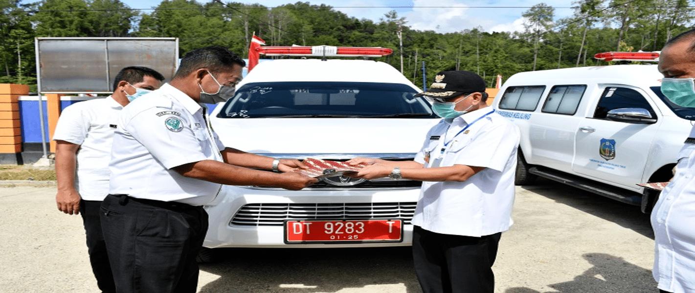 Bupati Serahkan Mobil Ambulance dan Ranjang Pasien Covid-19